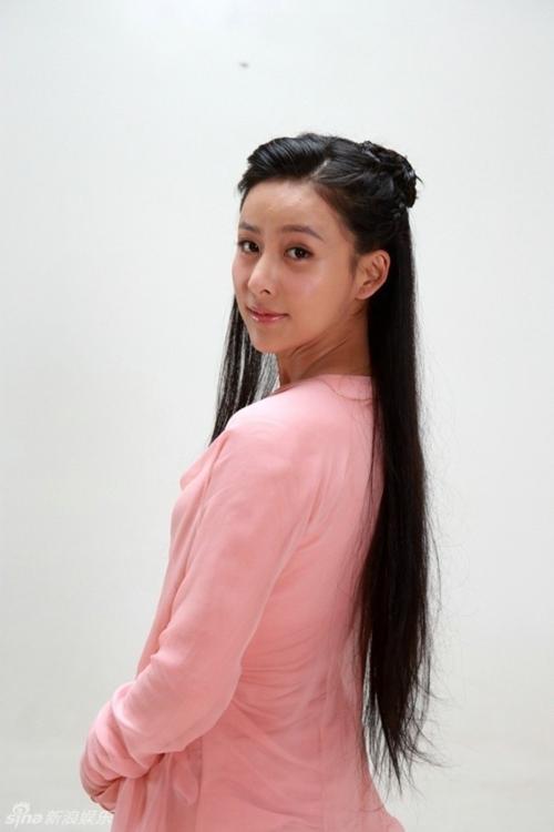 Tạo hình nhàm chán của nhân vật đã khiến Giả Thanh thua kém hẳn so với nhan sắc của Lưu Đào khi cùng thể hiện vai A Châu.