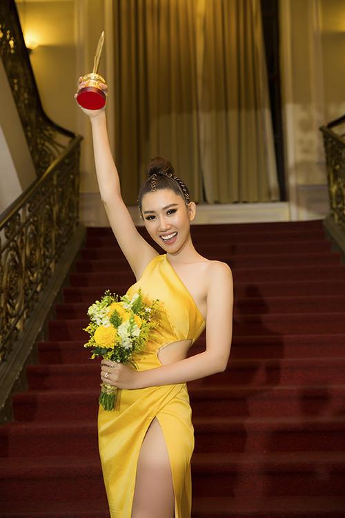 Thuý Ngân chiến thắng hạng mục Nữ diễn viên Điện ảnh Truyền hình được yêu thích với vai diễn Hân trong phim Gạo nếp gạo tẻ. Khi được MC Quyền Linh - diễn viên Vân Trang xướng tên, Thuý Ngân bật khóc nức nở và ôm chầm Trung Dũng vì quá đỗi bất ngờ.