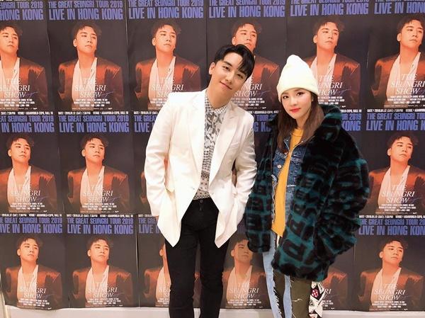 Dara xuất hiện trong concert ở Hong Kong của Seung Ri, thể hiện tình cảm tốt đẹp giữa Big Bang và 2NE1.