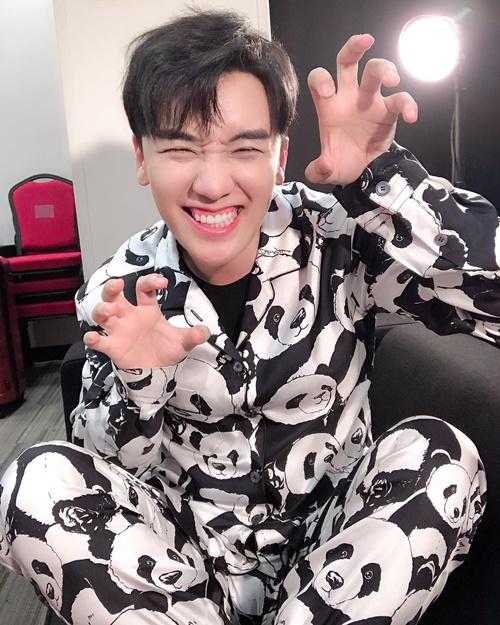 Seung Ri mặc áo gấu trúc cute giống nickname Panda các fan dành cho anh chàng.