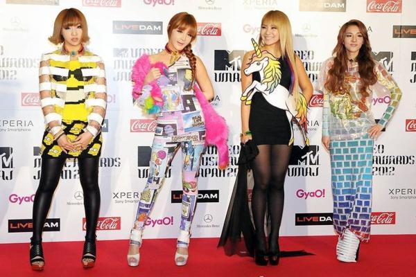 2NE1 từng gây chú ý với phong cách có 1-0-2, lên thảm đỏ mà như tham gia lễ hội Comic Con thế này.
