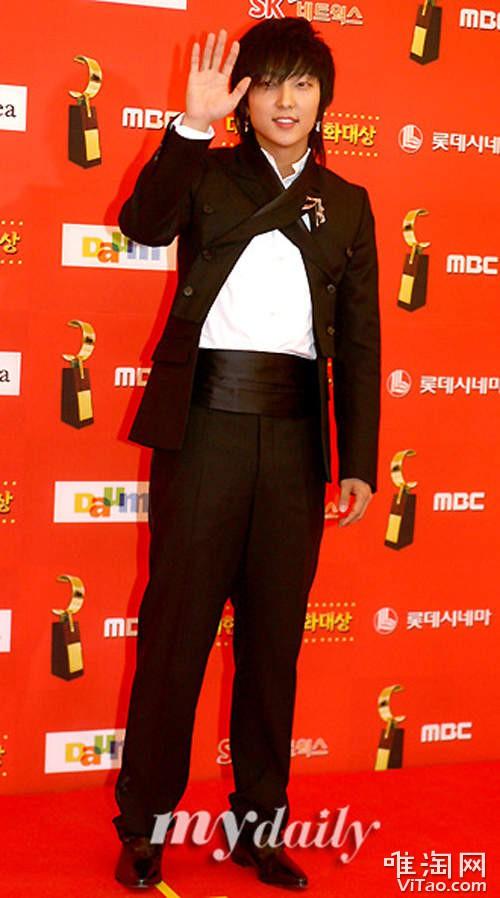 Thời trang là một thứ gì đó rất khó hiểu đối với trường hợp của Lee Jun Ki.