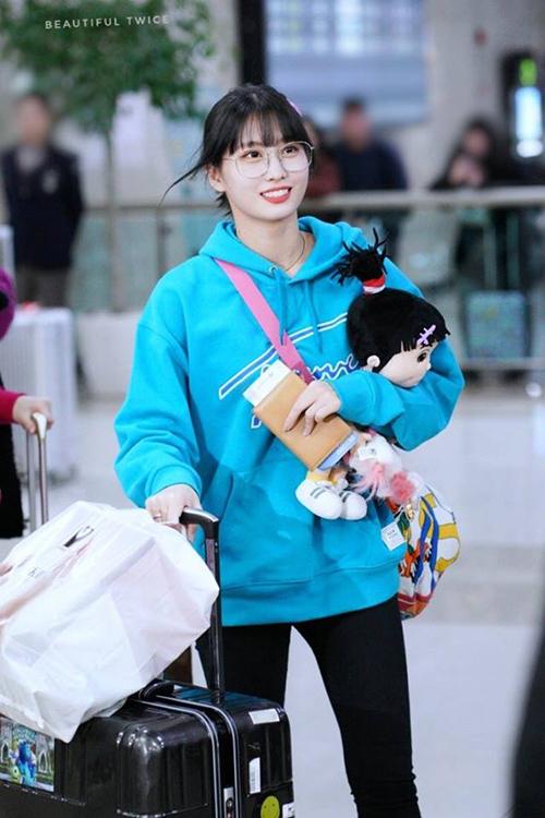 Momo đã tươi tắn trở lại sau kỳ nghỉ ngắn ở quê nhà. Cô nàng từng kiệt sức vì lịch trình dày đặc dịp cuối năm.