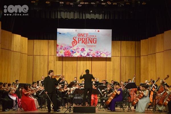 Khán giả Sài Gòn được thưởng thức buổi công diễn đầu tiên ra mắt nhóm SPYO. Họ hòa tấu cùng các nhạc công lão luyện của Dàn nhạc giao hưởng Sài Gòn và một số nghệ sĩ violin quốc tế nổi tiếng.
