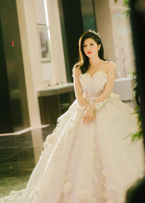 Hình ảnh mới nhất của Vân Navy trong hôn lễ diễn ra hôm qua.
