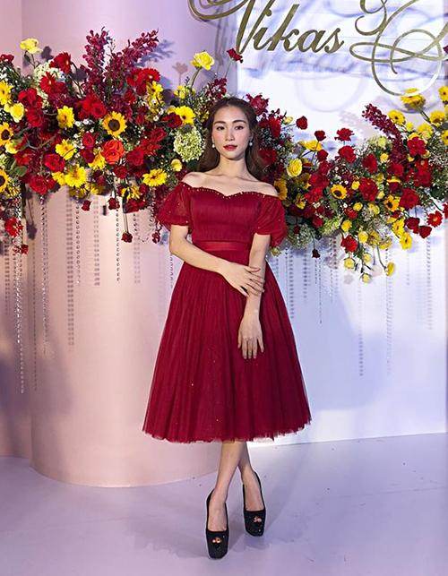 Diện mạo của Hòa Minzy trong đám cưới Võ Hạ Trâm.