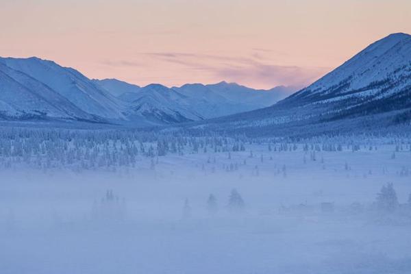 Làng Oymyakon phủ băng tuyết trắng xóa.