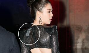 Ngọc Trinh bị soi mặc váy còn nguyên mác đi sự kiện