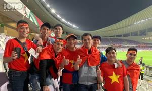 CĐV Việt Nam nhuộm đỏ một góc khán đài trận đấu với Yemen