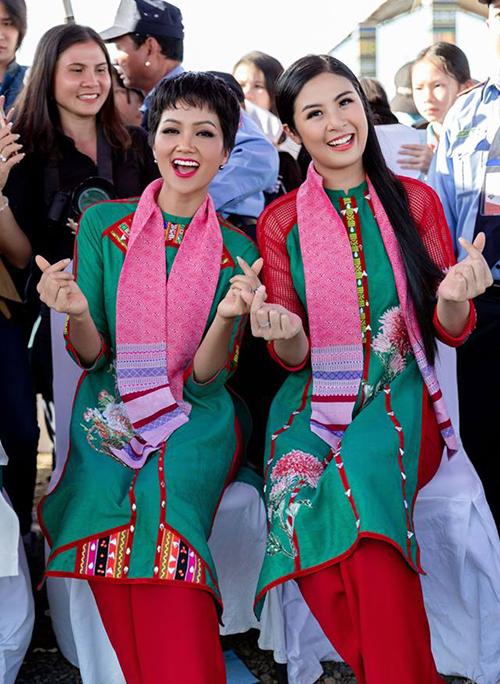 Ngọc Hân khen HHen Niê là người giản dị, không màu mè khi cùng đàn em tham gia một hoạt động văn hóa.