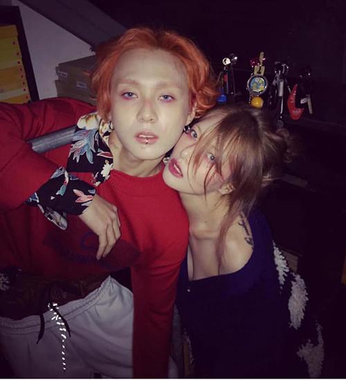 Thời gian gần đây, Hyun Ah đổi sang lối makeup ma mị giống hệt EDawn dù gây nhiều tranh cãi.