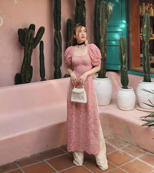 Yến Nhi đón Tết sớm với bộ áo dài ren hồng điệu đà giữa Hội An.