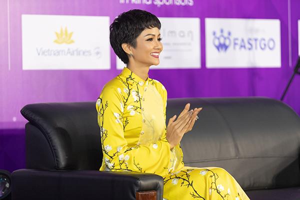 Thời gian tới, hoa hậu HHen Niê sẽ tiếp tục với các dự án thiện nguyện, các hoạt động truyền cảm hứng đến cộng đồng trong vai trò speaker và thử sức ở những lĩnh vực khác.