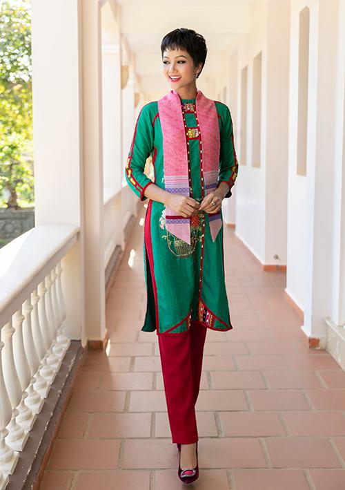 tham gia Lễ hội thổ cẩm văn hóa Việt Nam lần thứ I tại Đắk Nông ngày 14/01, giao lưu cùng nghệ nhân dệt thổ cẩm và quảng bá nét đẹp văn hóa truyền thống của Việt Nam