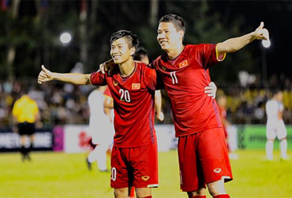Phan Văn Đức (trái) và Anh Đức tại giải đấu AFF Cup 2018. Ảnh: Đức Đồng.