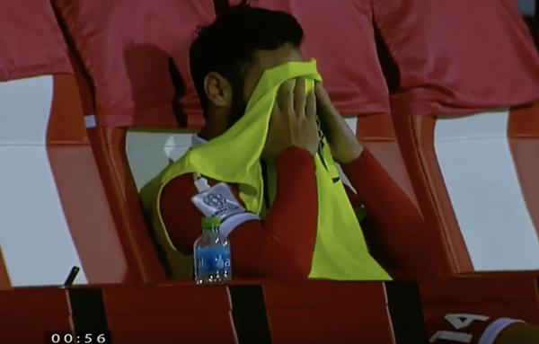 Cầu thủ Lebanon gục đầu, ôm mặt khóc vì không tin trao quyền đi tiếp cho Việt Nam - 8