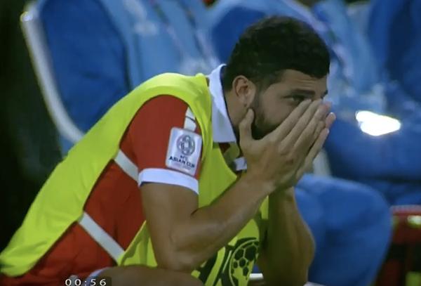 Cầu thủ Lebanon gục đầu, ôm mặt khóc vì không tin trao quyền đi tiếp cho Việt Nam - 3