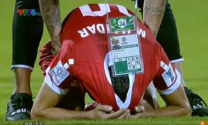 Cầu thủ Lebanon ôm mặt khóc vì mất quyền đi tiếp vào tay Việt Nam