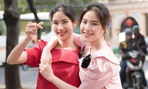 Chị em Nam Anh - Nam Em tung tăng dạo phố sau xích mích