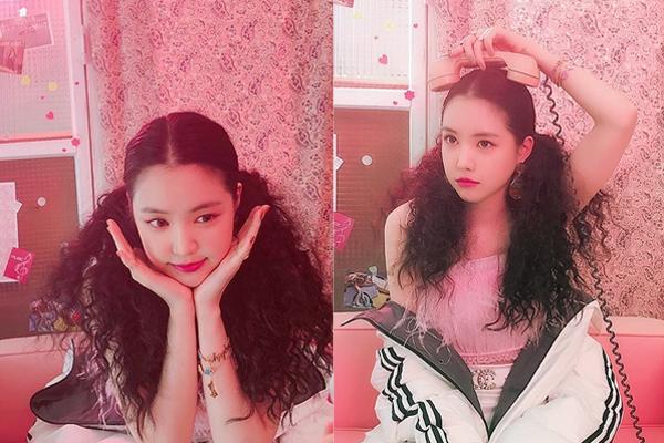 Na Eun cute hết cỡ với mái tóc bông xù, lộ rõ khuôn mặt tròn xoe.
