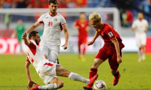 CĐV Trung Quốc kinh ngạc trước màn trình diễn của tuyển Việt Nam