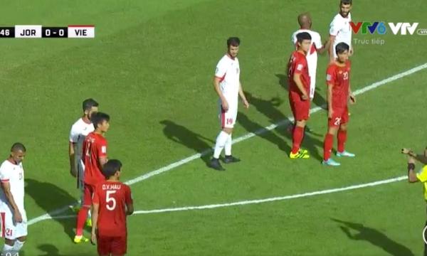 Không khí mở đầu của trận đấu.
