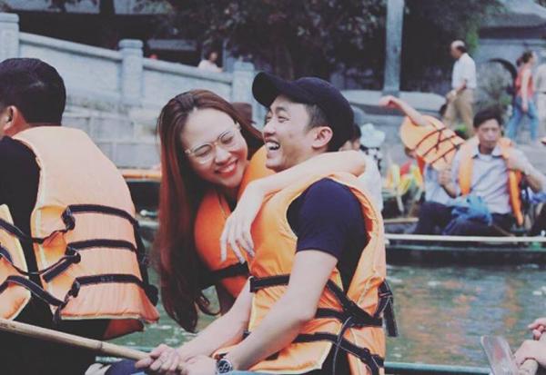 Cả hai thường xuyên đi cà phê, xem phim, xuất hiện ở nơi công cộng cùng nhau mà không ngại bị nhòm ngó như những cặp đôi khác trong showbiz.