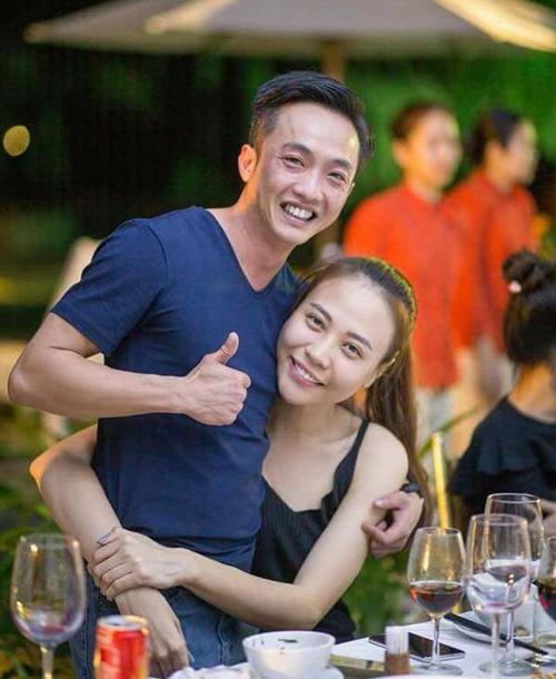 Trong những lần sóng đôi cùng nhau, Cường Đô la và Đàm Thu Trang đều chọn hình ảnh gần gũi, giản dị.
