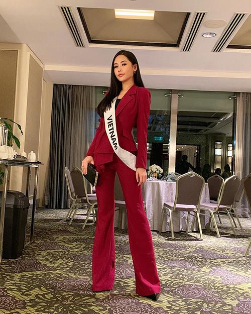 Ngân Anh diện cây suit đỏ rất chỉn chu để bước vào vòng phỏng vấn quan trọng tại Miss Intercontinental.