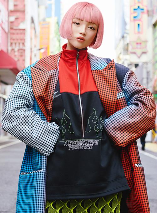 Không chỉ có vẻ bề ngoài xinh đẹp, Imma còn có sở hữu cho mình một phong cách thời trang chất lừ, chẳng khác nào các fashionista nổi tiếng. Từ những bộ váy dài thướt tha cho đến trang phục theo phong cách đường phố đã khiến cô nàng nổi như cồn.