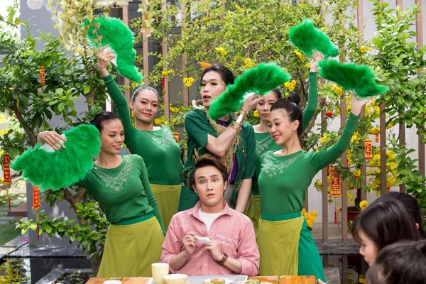 Những lời mời gọi của Quang Trung cùng điệu múa ám ảnh Ăn hay không ăn đã làm xao động Huỳnh Lập.