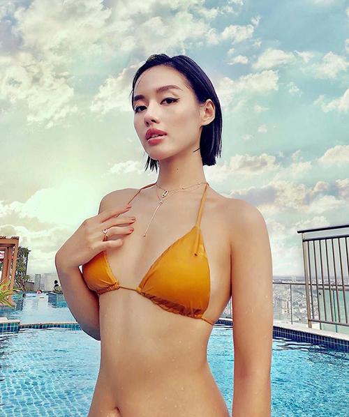 Khánh Linh The Face không có vòng một đầy đặn nhưng vẫn rất tự tin diện bikini gợi cảm.