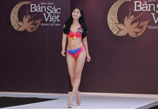 Phạm Thị Luyến là một thí sinh được đánh giá cao, tuy nhiên cô vẫn còn cần cải thiện nhược điểm đôi chân hơi cong.