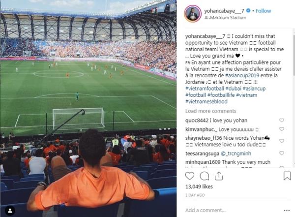 Yoohan theo dõi trực tiếp trận đấu với của Việt Nam.