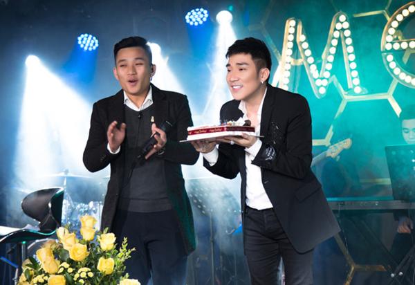 Quang Hà được fan tổ chức sinh nhật.
