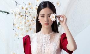 Jun Vũ đẹp mong manh với váy ren xuyên thấu