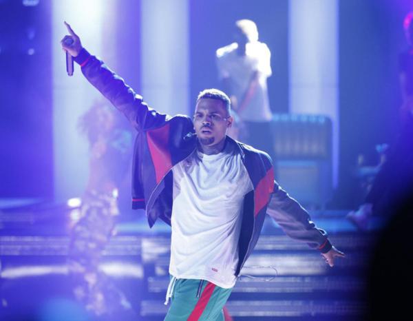 Nam ca sĩ nhạc R&B Chris Brown. Ảnh: Reuters.