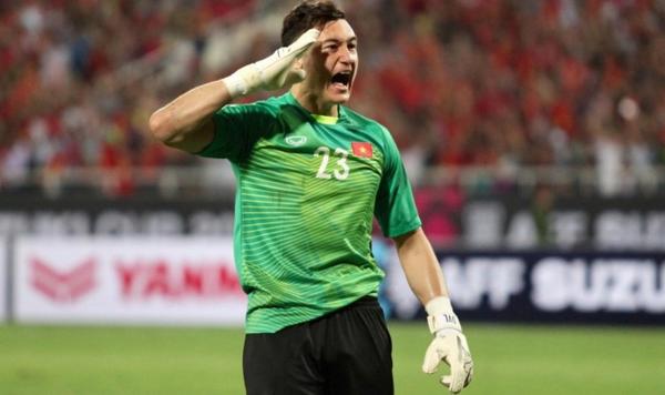 Thủ môn Văn Lâm ăn mừng bàn thắng của Anh Đức trong trận đối đầu Malaysia, tại AFF Cup 2018.