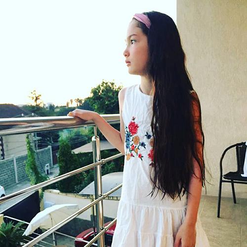 Em gái Đặng Văn Lâm cho biết đã học tiếng Việt từ cha -  nghệ sĩ múa Đặng Văn Sơn. 10x biết đọc, viết một chút ngôn ngữ Việt Nam. Thanh Giang đã từng được bố mẹ dẫn về nhà chơi từ lúc nhỏ.