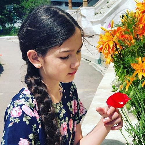 Vẻ trong trẻo, đáng yêu của em gái lai của Đặng Văn Lâm - 1