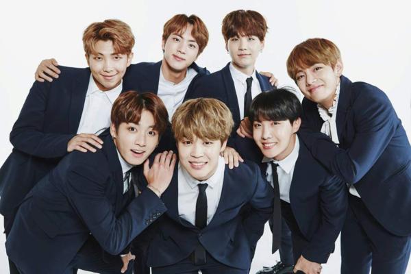 Chủ nhân nắm giữ những kỷ lục ấn tượng hiện naylà BTS (debut năm 2013). Bằng vũ đạo đẹp mắt, độc đáo và phong cách âm nhạc truyền cảm hứng,các chàng trai nhà Big Hit có một lượng fan khổng lồ, góp phần quảng bá tên tuổi Kpop ở phạm vi quốc tế. BTSđược xem là nhóm nhạc nam xuất sắcthế hệ thần tượng mới của Hàn Quốc, kế vị Big Bang để ngồi chiếcghếông hoàng Kpop.