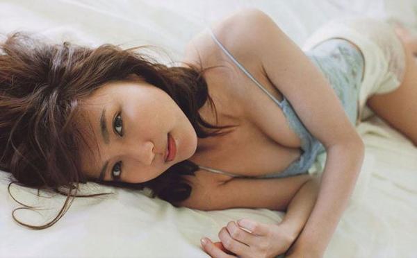 Chỉ cao 1,59m nhưng Erina vẫn được xếp vào danh sách những ngôi sao quyến rũ nhất Nhật Bản. Với khuôn mặt đầy thần thái, có nét ngây thơ và đường cong nóng bỏng cô được chọn mặt gửi vàng cho nhiều vai diễn. Erina nổi tiếng với bộ phim 18+ Minna! Esper Dayo. Ngoài ra, cô còn xuất hiện trong các bộ phim như Theres No Easy Job in This World, We Married as Job Romaji.