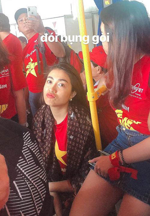 Lệ Hằng là fan cuồng bóng đá đích thực, trận đấu nào của Việt Nam cũng có mặt cổ vũ.