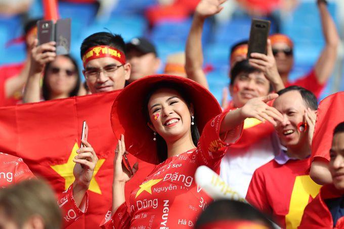 <p> Hoa hậu Ngọc Hân trên khán đài.</p>