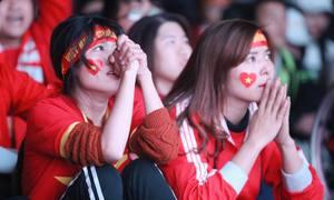 CĐV đau tim vì VAR, thất thần khi Việt Nam dừng chân ở tứ kết