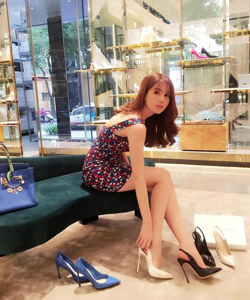 Ngọc Trinh tiết lộ 4 chiêu để không còn sợ mang giày cao gót - 1