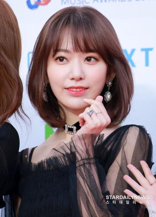 Idol người Nhật Sakura tiếp tục lọt vào top tìm kiếm nhờ ngoại hình lung linh trên thảm đỏ lễ trao giải Gaon.