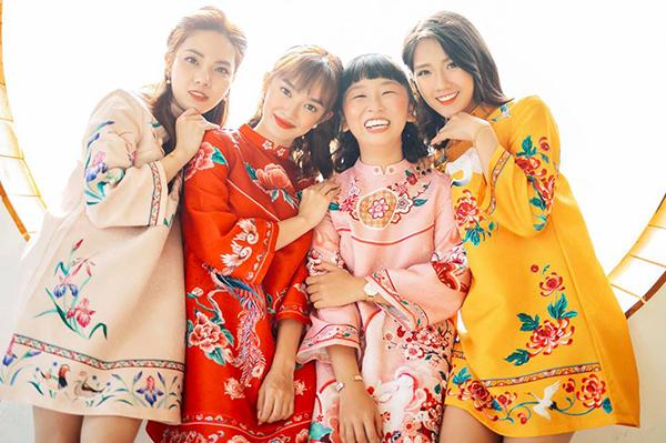 Bộ ba Kaity Nguyễn - Trang Hý- Kiều Trinh rủ nhau diện áo dài chụp hình nhắng nhít mừng năm mới.