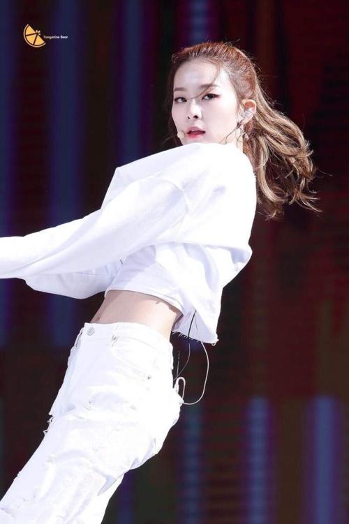 Visual cá tính, vocal ổn định cùng những động tác vũ đạo nhiệt huyết, Seul Gi luôn khiến các fan đứng ngồi không yên.