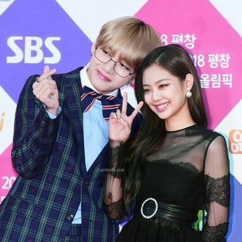 Jennie - V là một trong những cặp đôi được fan quốc tế ủng hộ nhất. Việc cô nàng chia tay bạn trai khiến không ít người hâm mộ mừng thầm và càng quyết tâm ship.